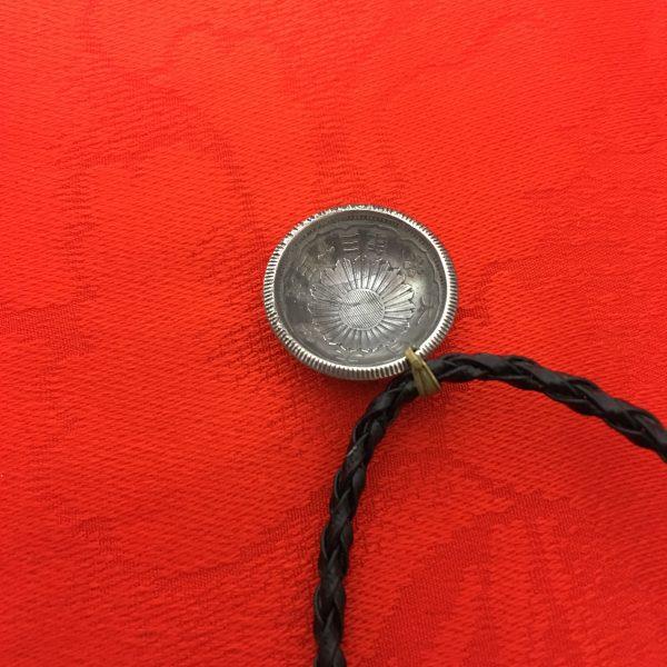 小型五十銭銀貨ネックレス紐ブラック裏